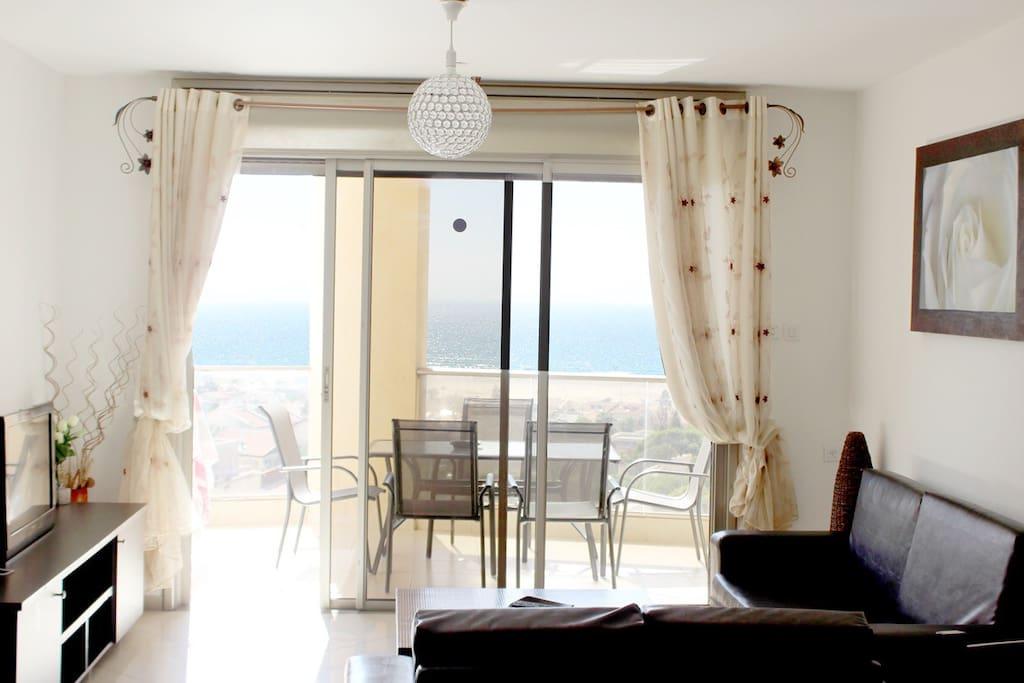 Living room / Balcony sea view