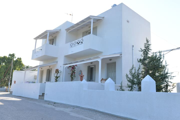 STUDIOS BY THE SEA! - Pollonia - Bed & Breakfast