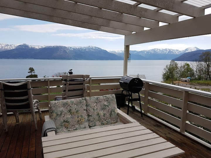 Large house in Hardanger with spectacular view