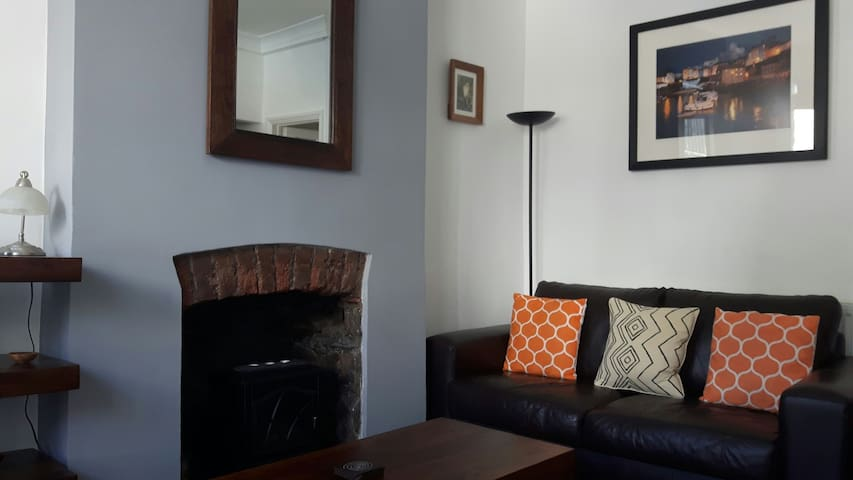 Character Bridgend town apartment, with WiFi.
