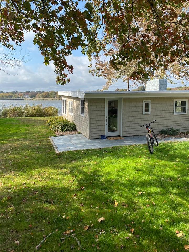 Lux Waterfront Cottage-Bonnet Shores, Narragansett