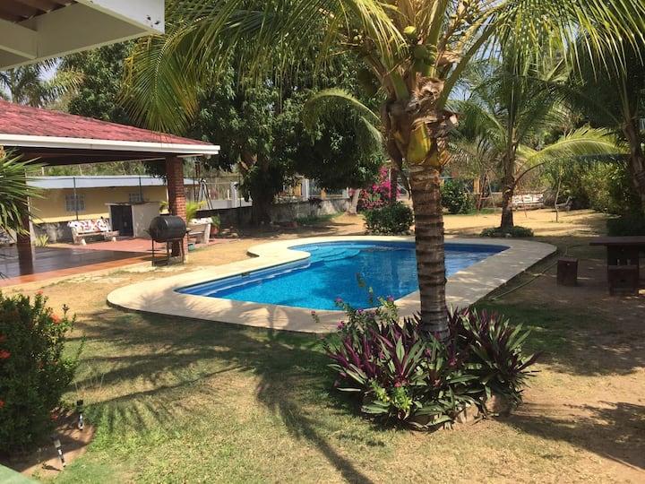 Casa Unifamiliar con Piscina - Playa Punta Barco