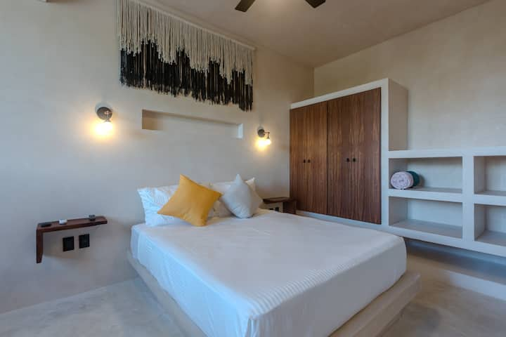 UJO 5 - Comfortable studio with roof top and pool