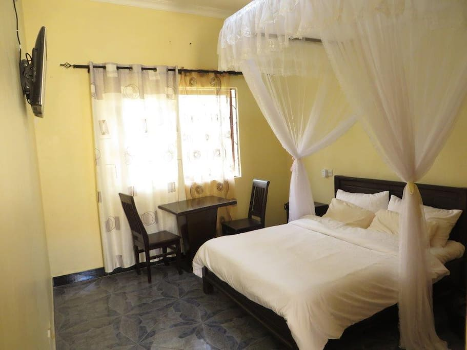 Queen size double bedroom