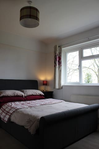 Double room with private bathroom - Harwell