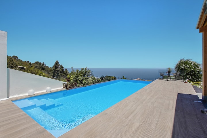 Beautiful Casa Adayeim with Pool, Air Conditioning, Wi-Fi, Terraces, Sea & Mountain Views; Parking Available