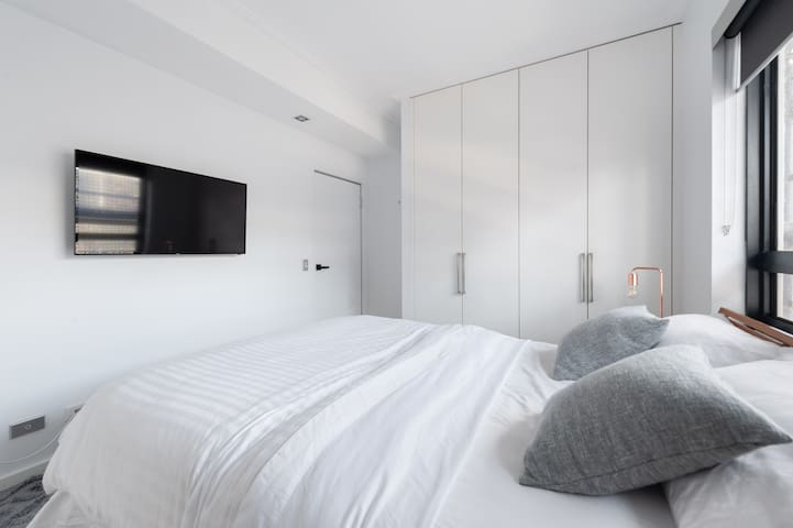 Modern, Clean & Private Room in Lifestyle Precinct