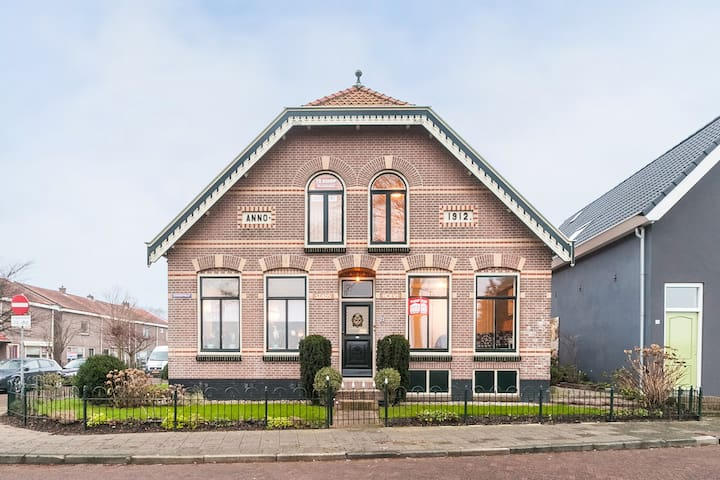 Old Farmhouse in Medemblik - Medemblik - Bed & Breakfast