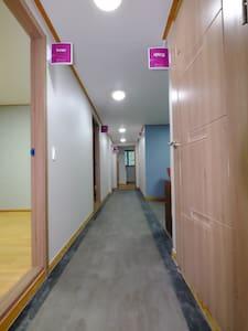 피사모아 게스트하우스(INNER) - Eumbong-myeon, Asan-si - Rumah Tamu