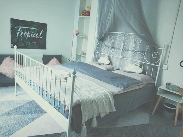 *炯炯的家-立春*钟楼回民街ins风1.8米舒适大床独享露天阳台一室一卫整租