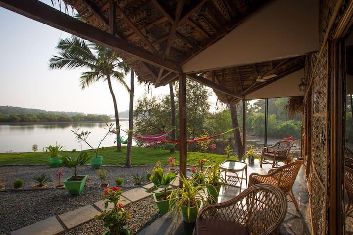Luxury AC Riverview Cottage2 - Rajbag-Patnem beach