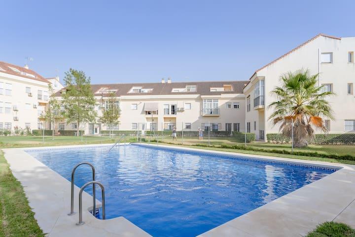 Appartement spacieux dans la Villa Gallardo avec balcon, Wi-Fi, climatisation et piscine à usage commun ; parking disponible