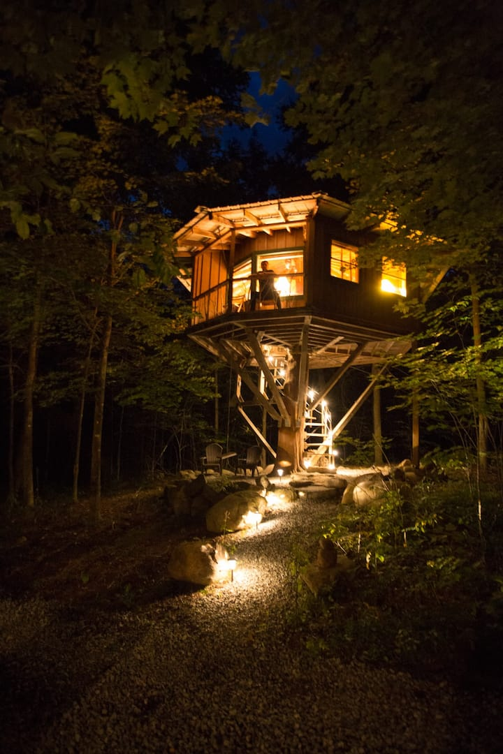 Magical Treehouse - winter glamping, semi-heated