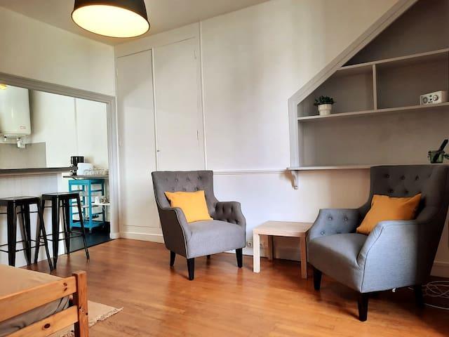 Grand studio cosy en rez-de-jardin
