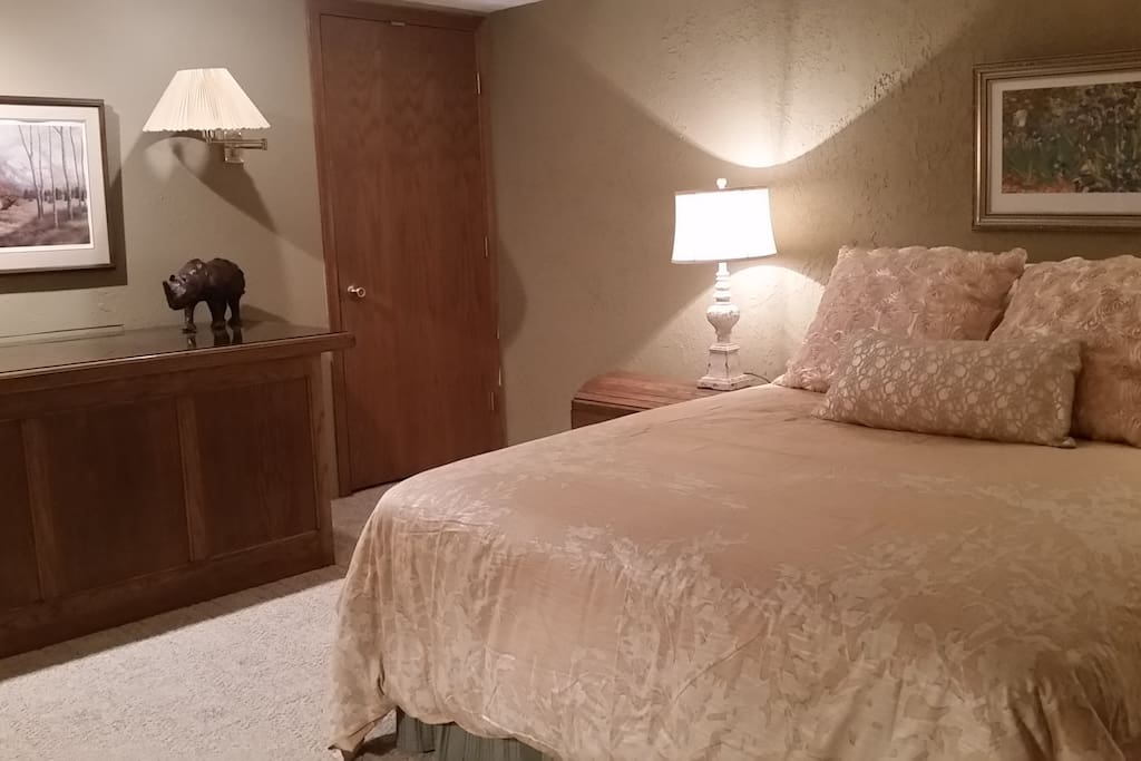 Queen size bed in private Guest Suite