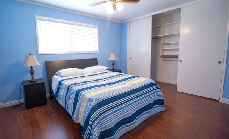Clean and Comfy Queen Bedroom for 2