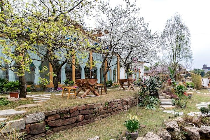 椿上民宿-有花有树可听鸟鸣的院子它离大佛景区10分钟车程