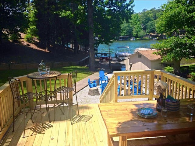 Badin Lake Front Cottage with Hot Tub!