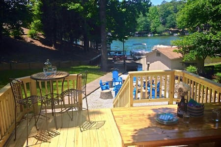 Badin Lake Front Cottage with Fire Pit!