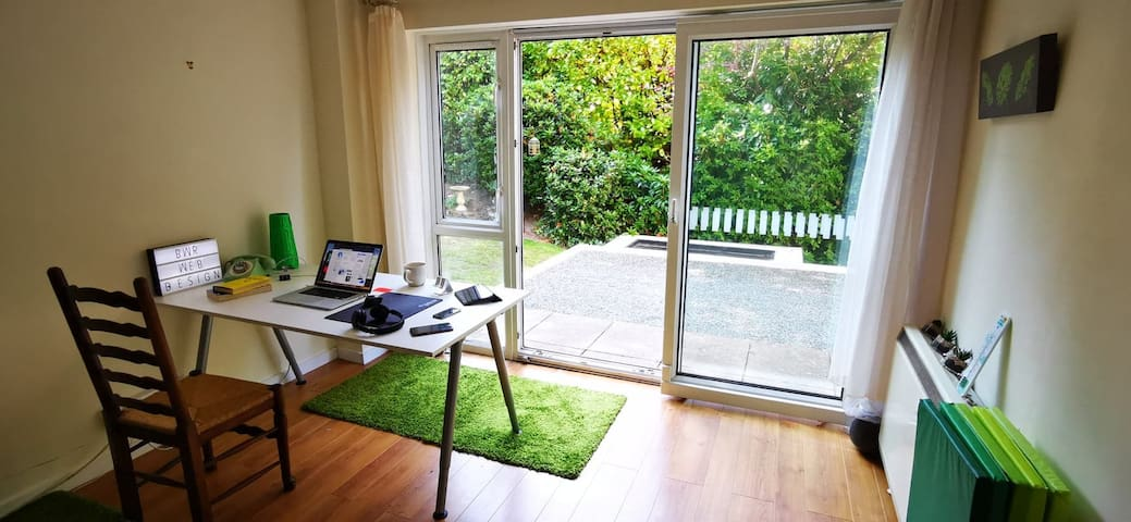 DAYTIME ONLY Co-working Space in Sunny Bournemouth