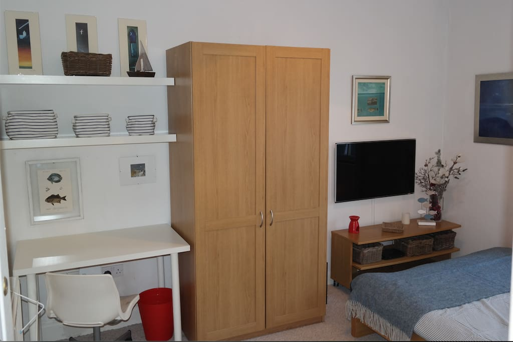 Guest Bedroom. Desk & TV/SkyQ