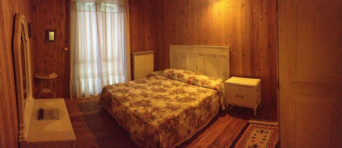 Double bedroom in house in the woods. - Bassano Romano - House