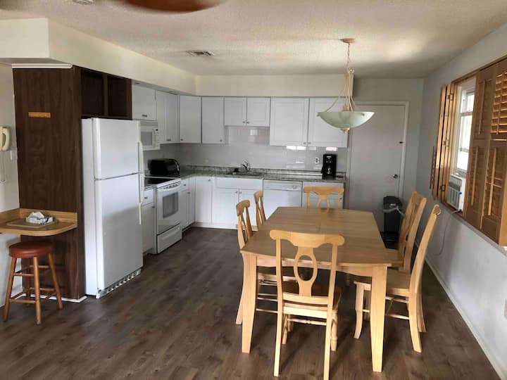 Fully Renovated - 2 BR/1 BA Apt - 1 Blk from beach