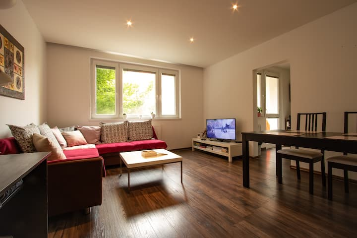 Apartment 13min from city center by tram