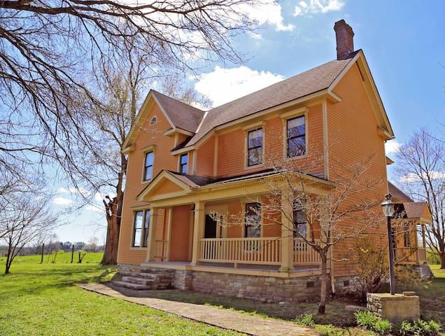The Peach House: Kentucky's Vineyard Getaway - Winchester