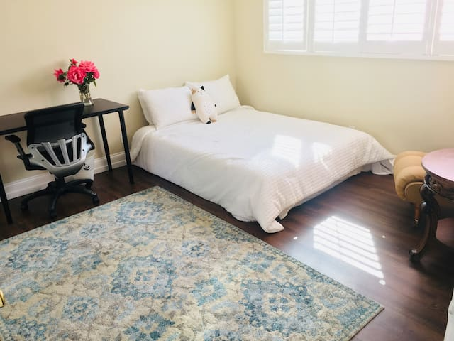 *NEW* Spacious Private Room/Bath in Orange County