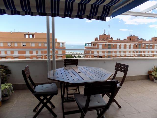 Atico terrasse spectaculaire 200M mer et piscine