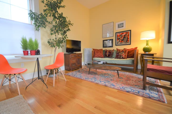 Right on Broadway - Spacious West Side Apartment