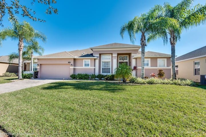 Stunning 5 Bedroom Home With Private Pool 328YSD