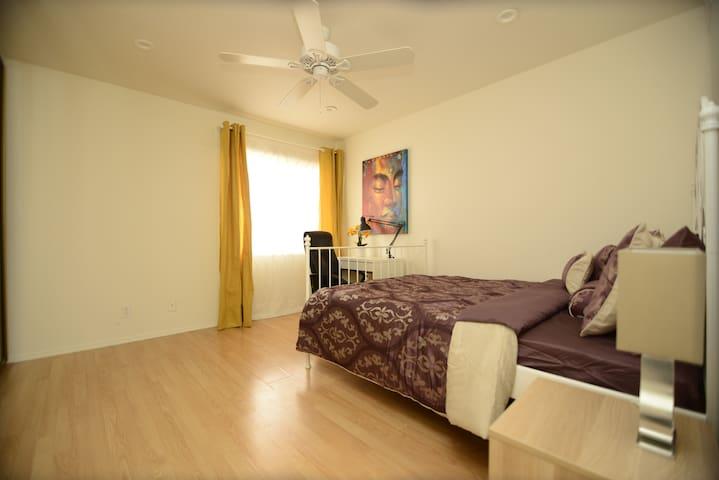 Amazing master bedroom in Santa Monica/Brentwood - Los Angeles - Lejlighed