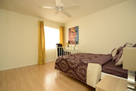 Amazing master bedroom in Santa Monica/Brentwood - Los Angeles - Lägenhet