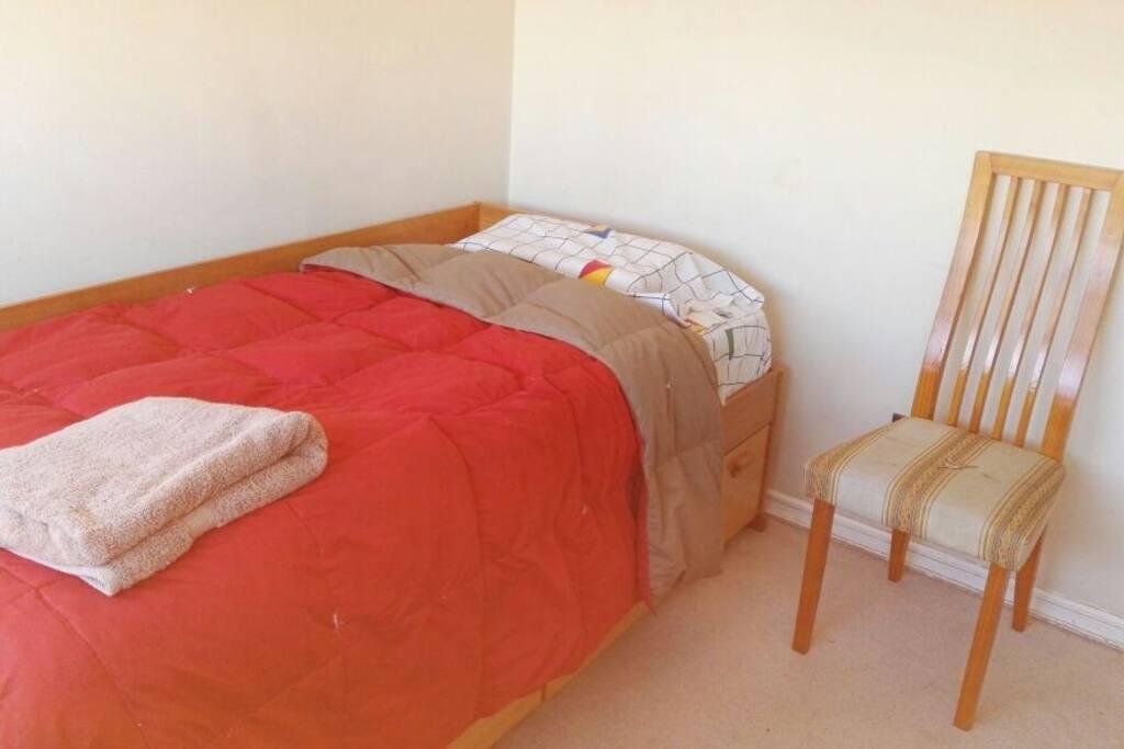 capa 1 plaza con cobertor y sábanas