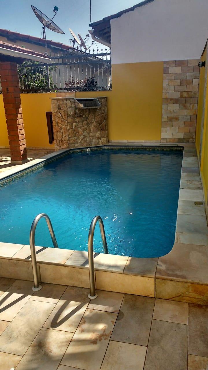 Linda casa em Itanhaém com piscina e Wi-Fi SkyTV