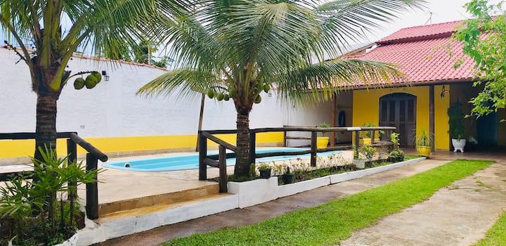 Casa com piscina e Salao de jogos a 500m da praia