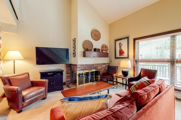 Ski-in/out! Condo with fast WiFi, grill, fireplace & shared pool, hot tubs, W/D!