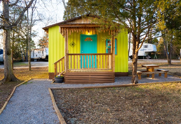 Glamping Cabin 2 - near Spring Hill & Franklin
