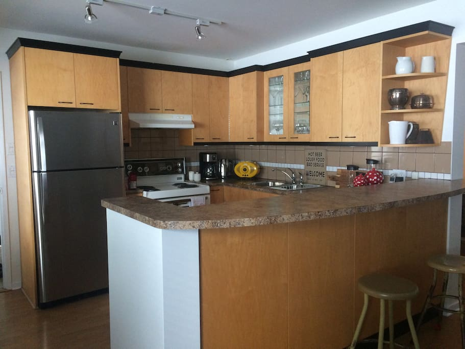 Open concept kitchen. Unfortunately there is no Diswasher. Microwave, coffee pot, kettle, toaster.