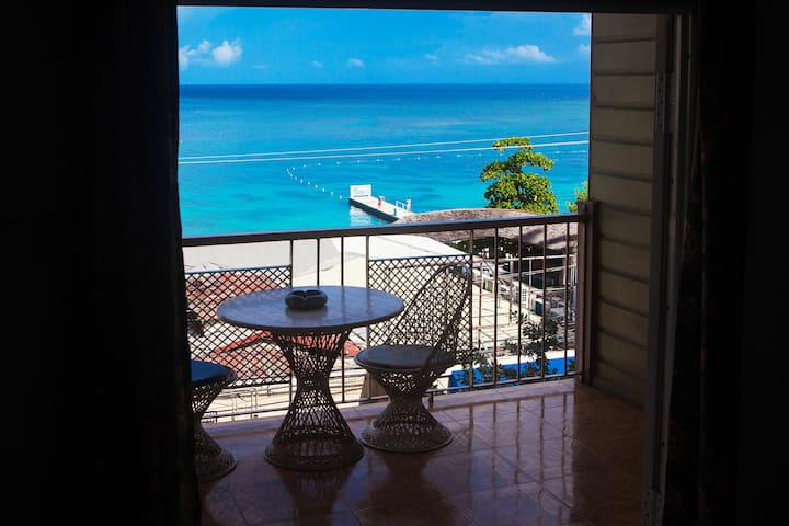 17 Ocean view King Hotel Room Hip Strip CenterWiFi