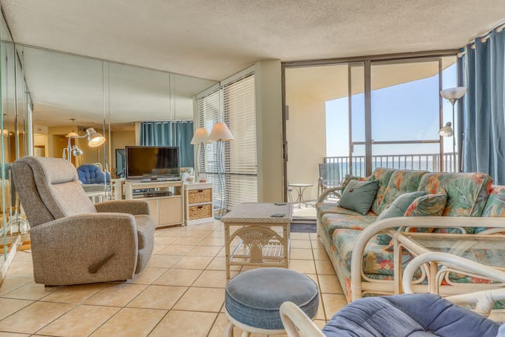 Lovely waterfront condo with Gulf views and shared pool - walk to the beach!