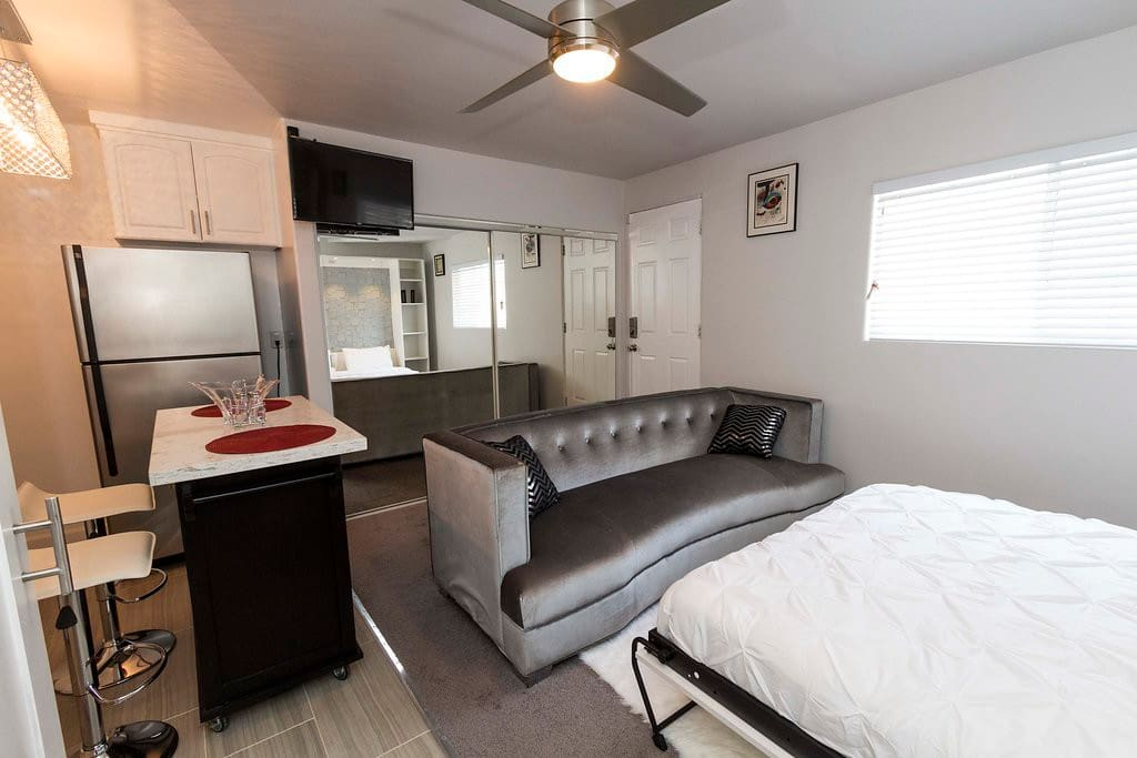 Beautiful designer coach, murphy bed, kitchen and functional island that works as dinning area as well