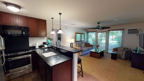 Lahaina's Best 2 BR Unit - Next to the Main Pool!