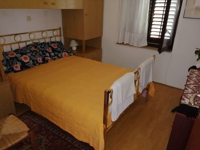 Piccolo, accogliente appartamento con vista mare.