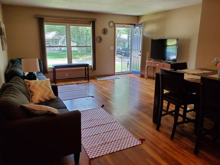 Monthly Stay, 3 Bedroom Modern Ranch Style House!