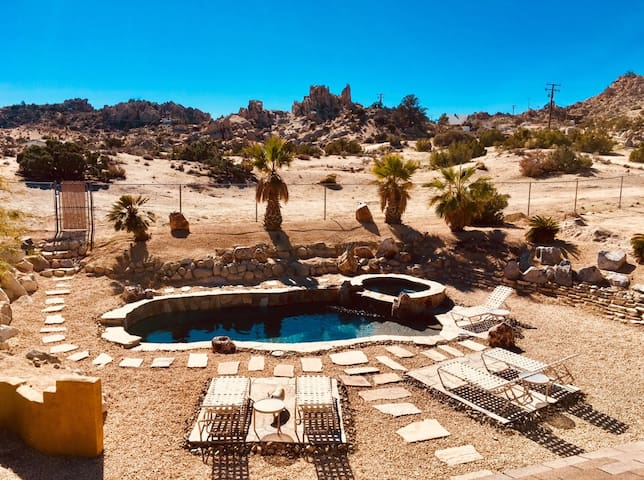 Cobalt Desert Oasis - Heated salt water pool & spa