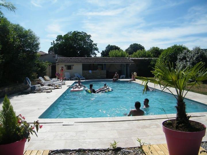 Gîte  climatisé , piscine, 14prs, vignoble  Cahors