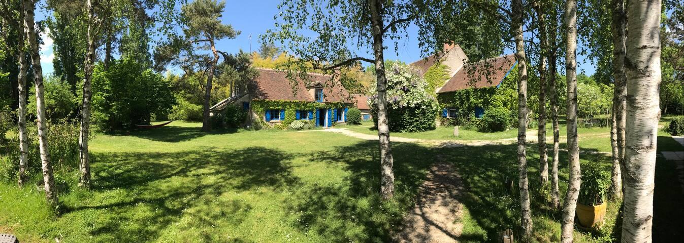 Maison charme forêt 1h30 Paris 14-20 pers.